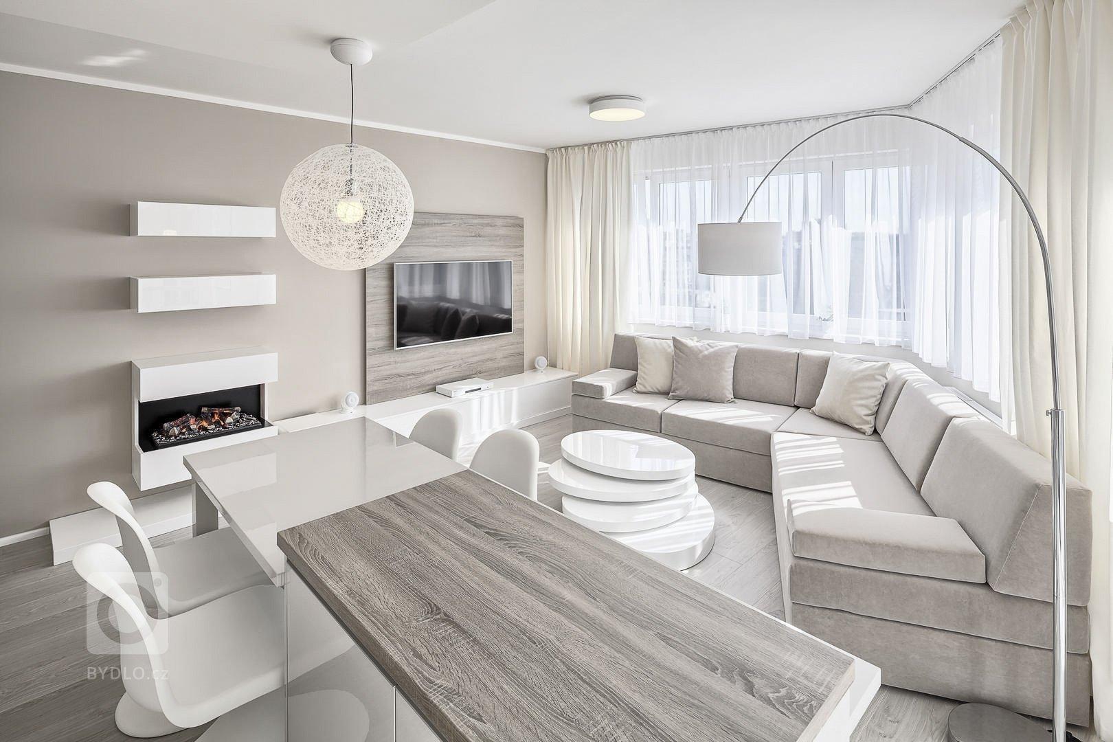 Byt pro mladou studentku a spolubydlící. Developerský projekt. Návrh interiéru v útulném stylu a potlačených krémových barvách. Kuchyňská linka v lakovaném…