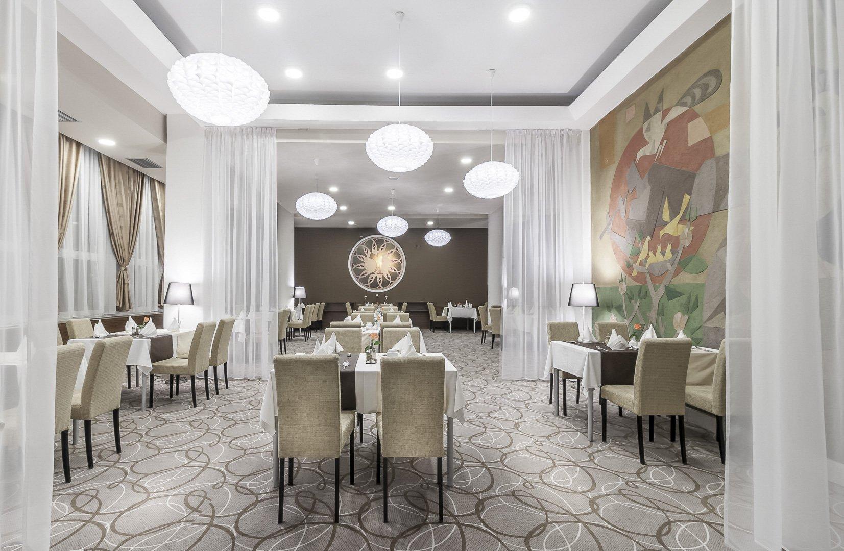 Redesign hotelu ve Slovenském městě Humenné. Cílem bylo vytvoření proměny interiéru včetně stavebních úprav 5 salonků a restaurace. Salonky byly rozděleny…