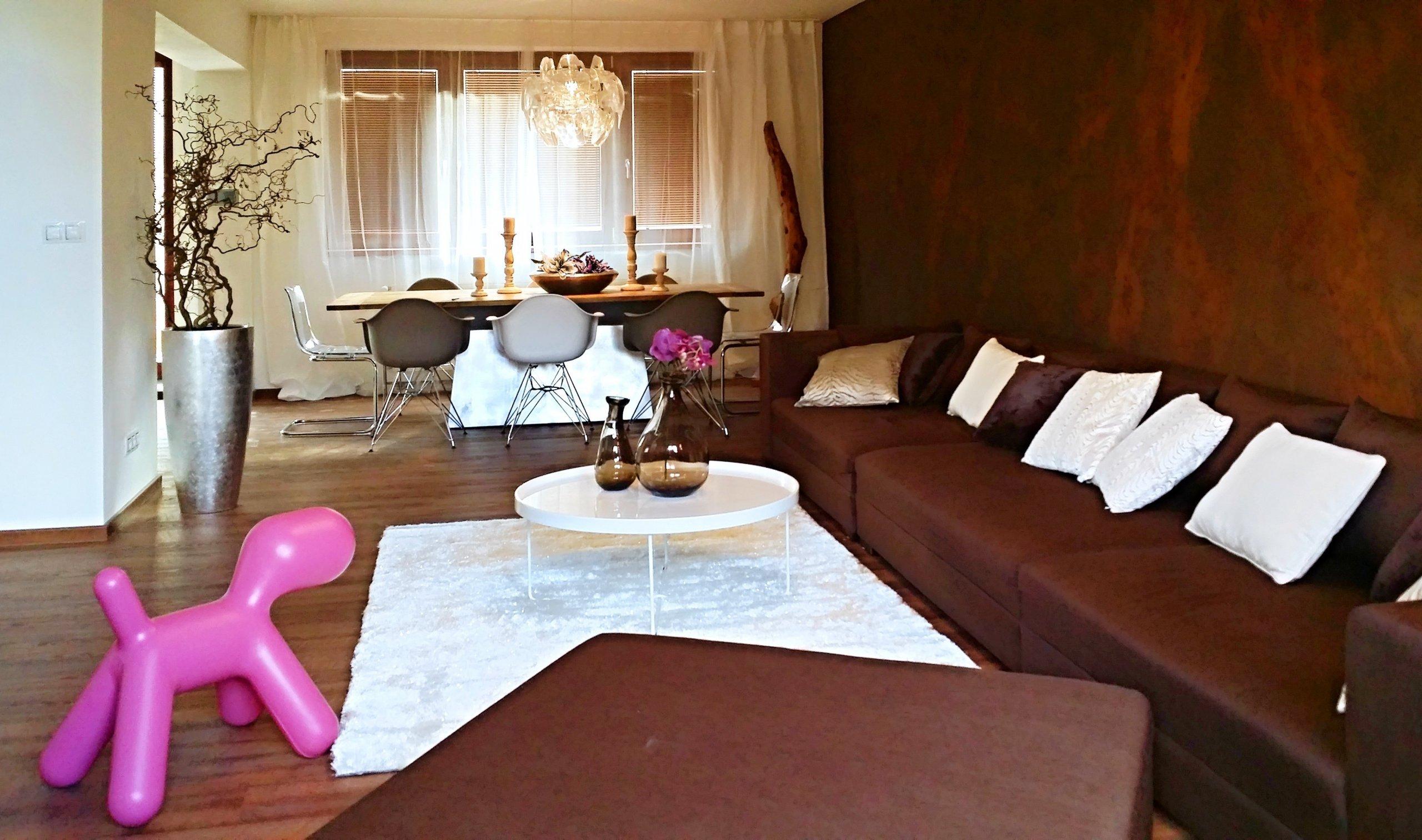 Postarší vilku nedaleko Kolína si vybrali mladí manželé jako svůj nový domov a útočiště pro klidný život srychlým dosahem do hlavního města. Dům však již…