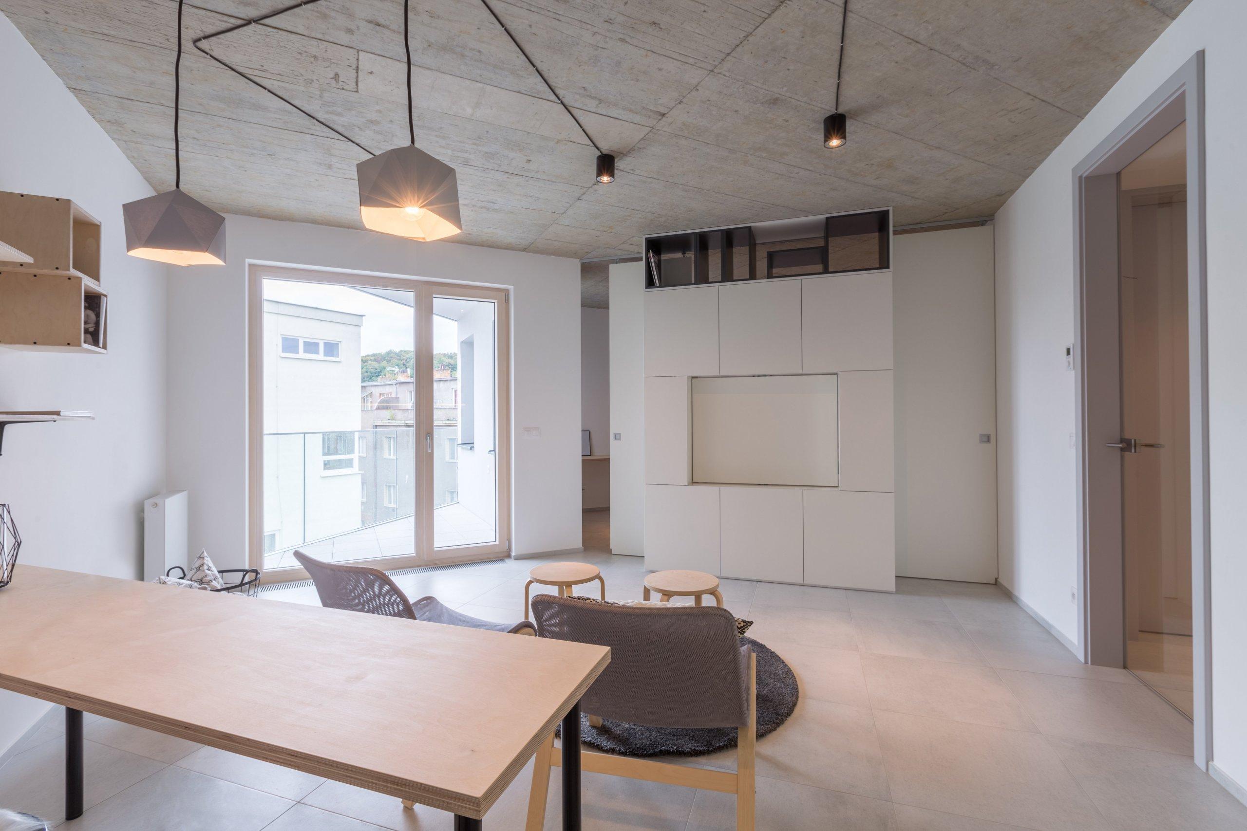 Na kompletní realizaci interiéru jsem se sklientem dohodla ještě ve fázi hrubé stavby, což byla výhoda při zadávání klientských změn oproti projektu. Od…