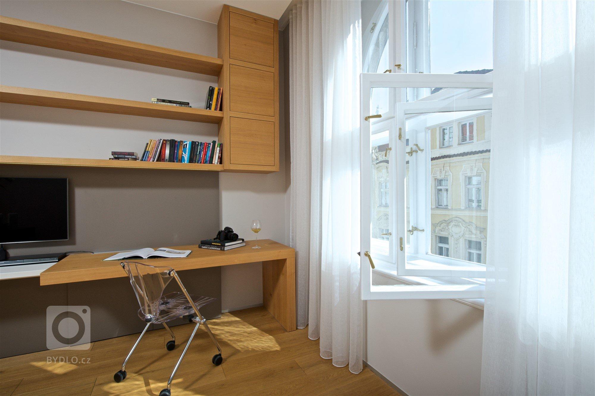 Náš dlouholetý klient koupil malý byt v prvorepublikovém domě v hlavním městě. Respektive se jedná o úzký dlouhý trakt, který působil spíše depresivně. Výhodou…