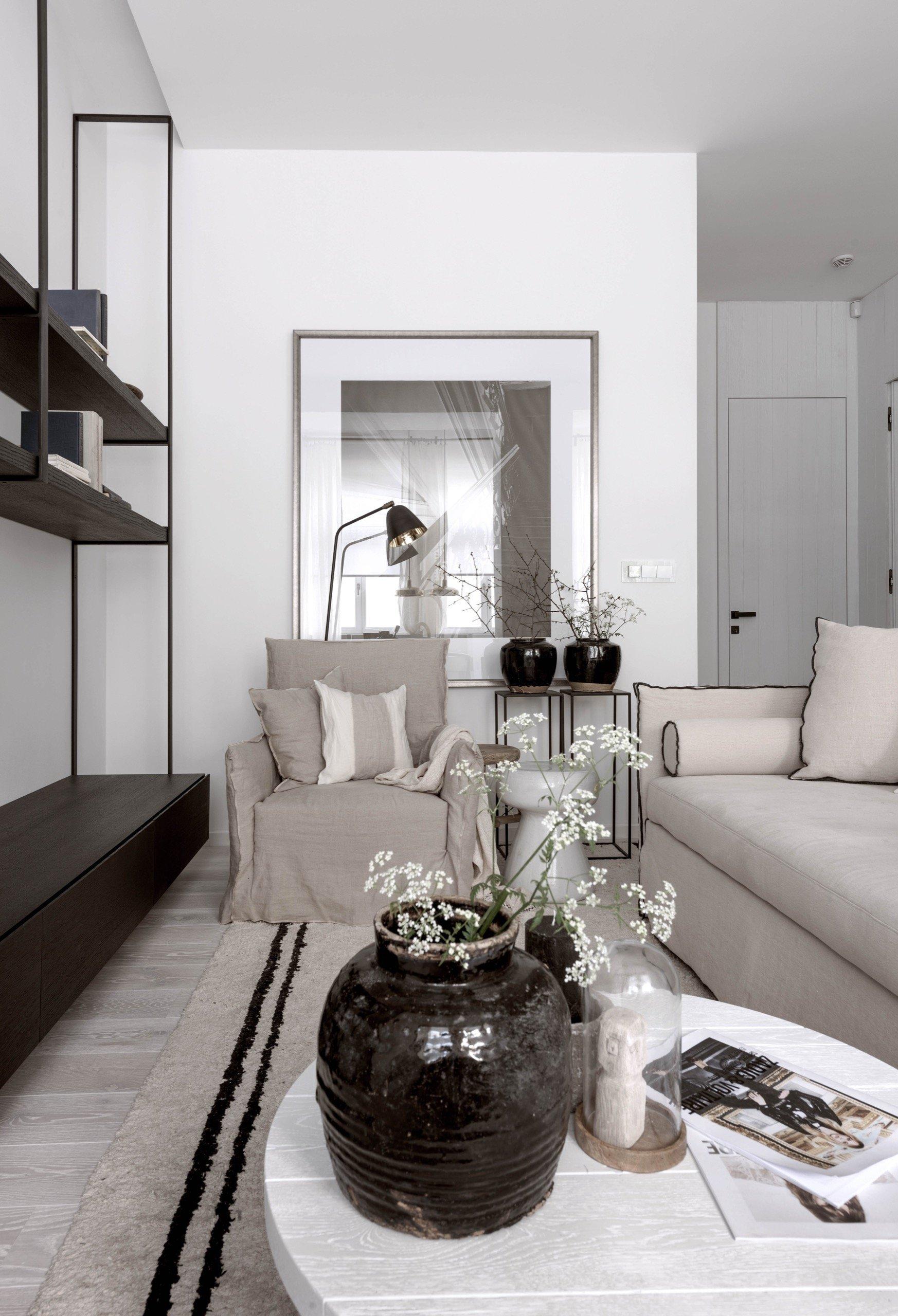 Nepříliš velký dvoupokojový byt s vysokými stropy v kompletně opraveném domě přímo u zastávky MHD měl své kouzlo. Přestože v interiéru nezbylo nic původního,…
