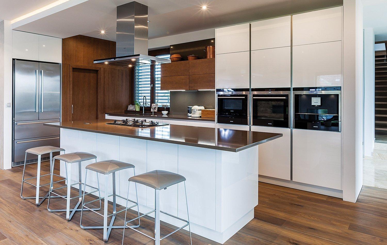 Realizace moderní kuchyně pro klientku z Bratislavy, která měla jasnou představu o stylu i materiálech. Jedním z hlavních požadavků byl i obklad stěny v…