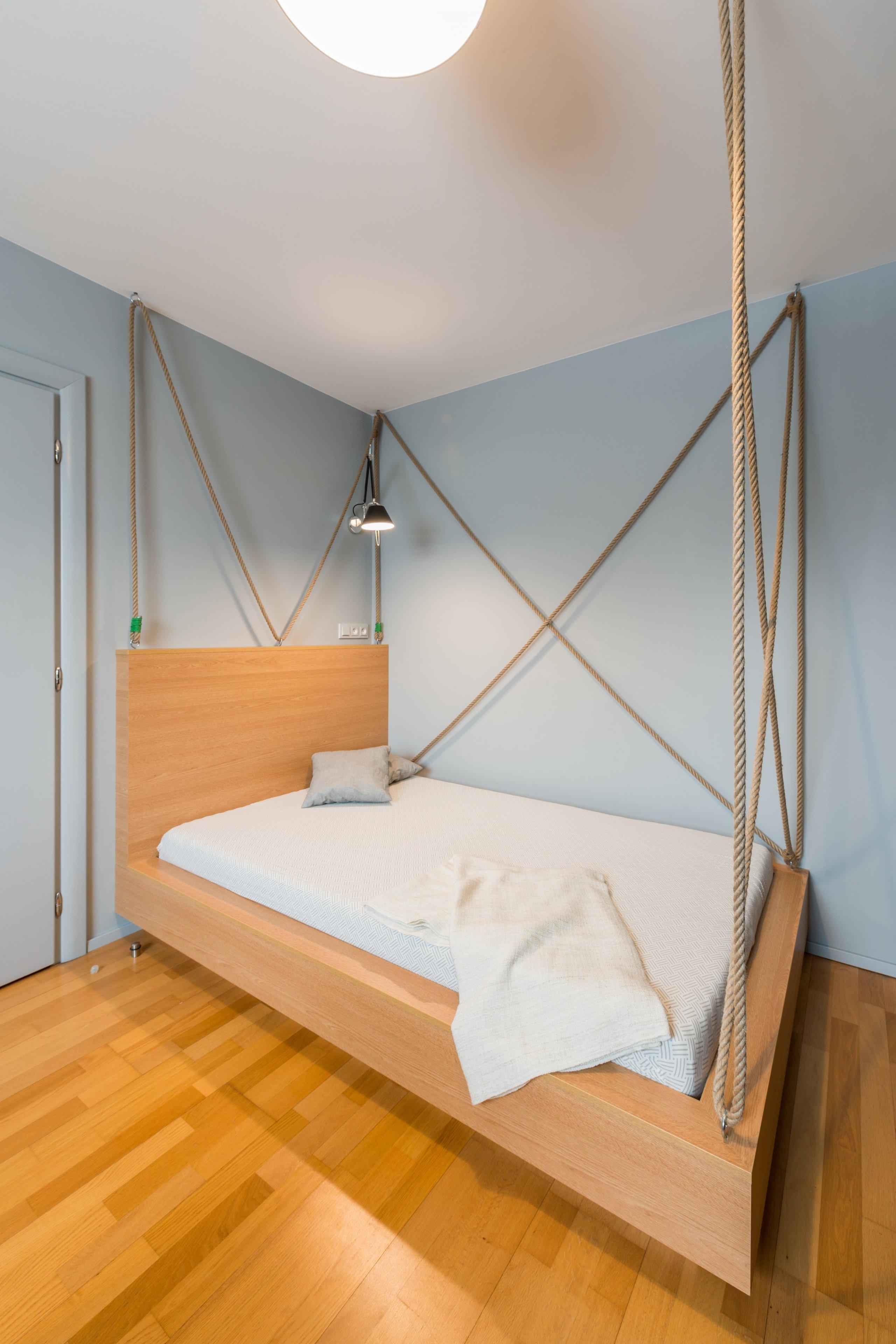 pokoj pro nejstaršího sourozence - postel s lany