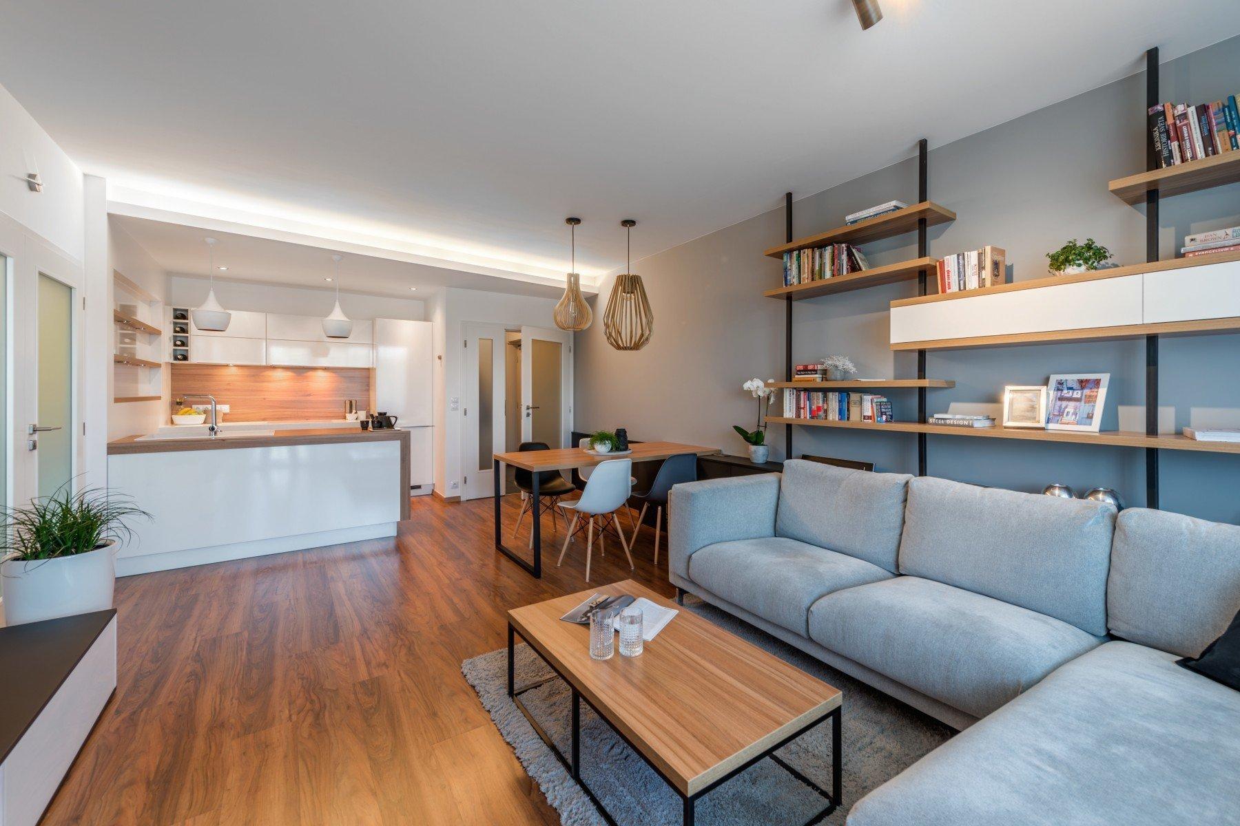 """""""Po přestěhování do nového bytu jsme si nechali vyrobit kuchyň na míru, obývací pokoj jsme nějak základně vybavili nábytkem zIkey anyní…"""