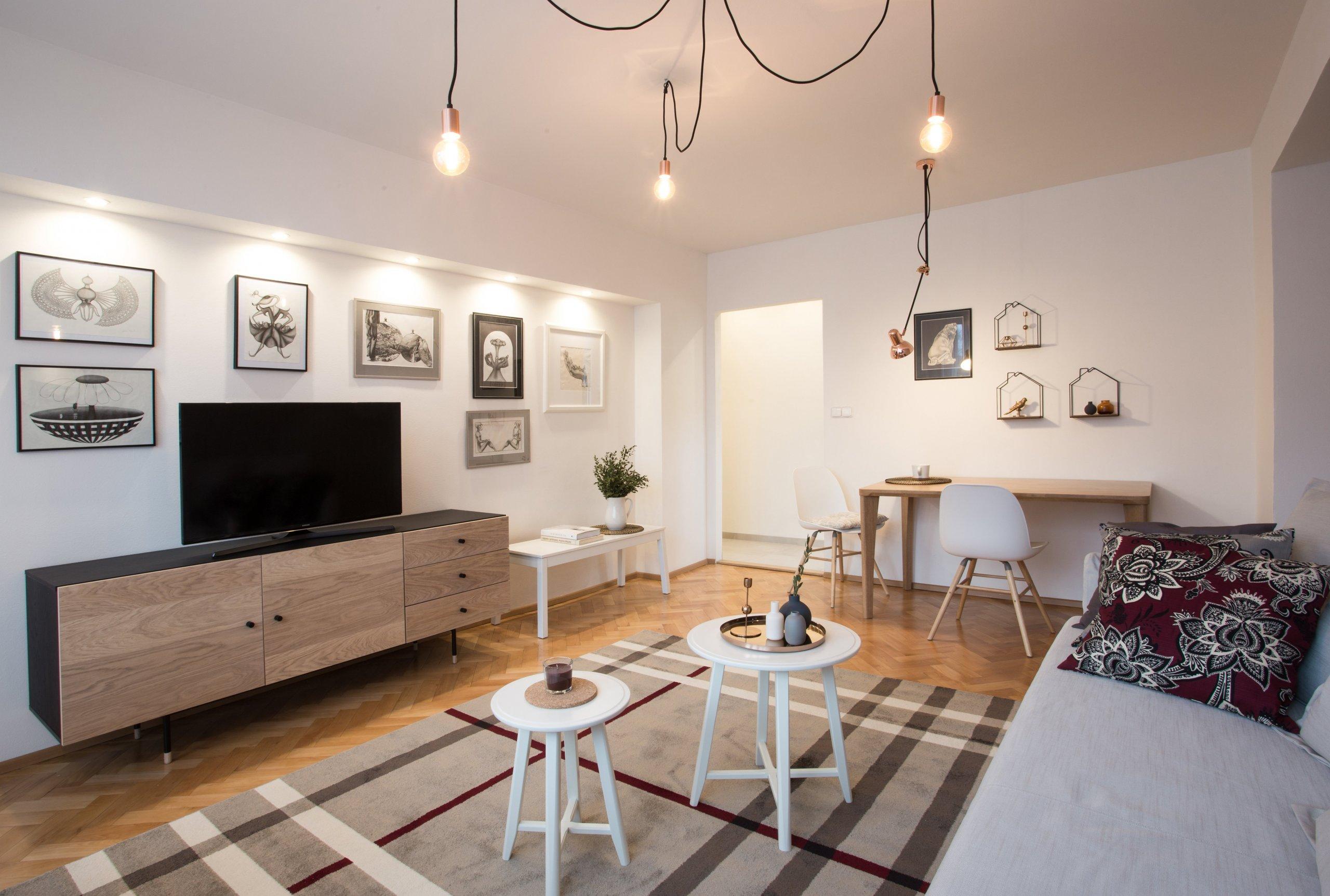 Byt o rozloze 55 m2 obývá žena středního věku. Dispoziční řešení bytu pro jednu osobu bylo vyhovující a proto se bourací práce odehrály pouze v koupelně, kde…