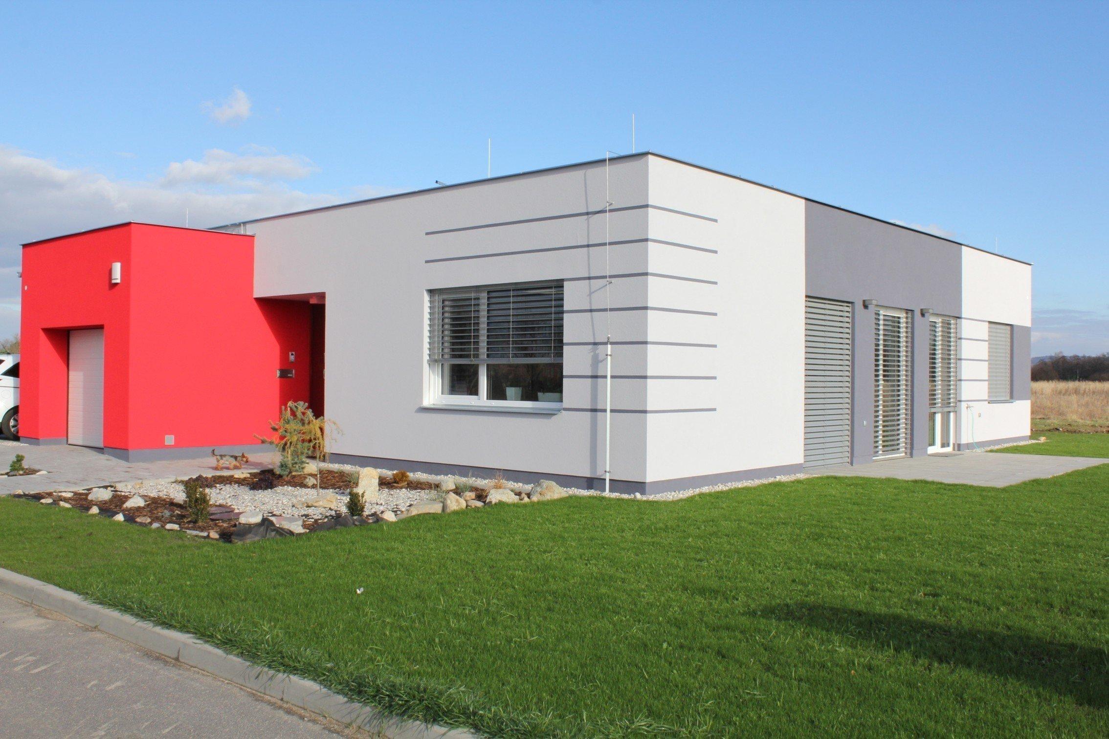 Přízemní objekt, design včetně barevnosti se promítá do řešení interieru