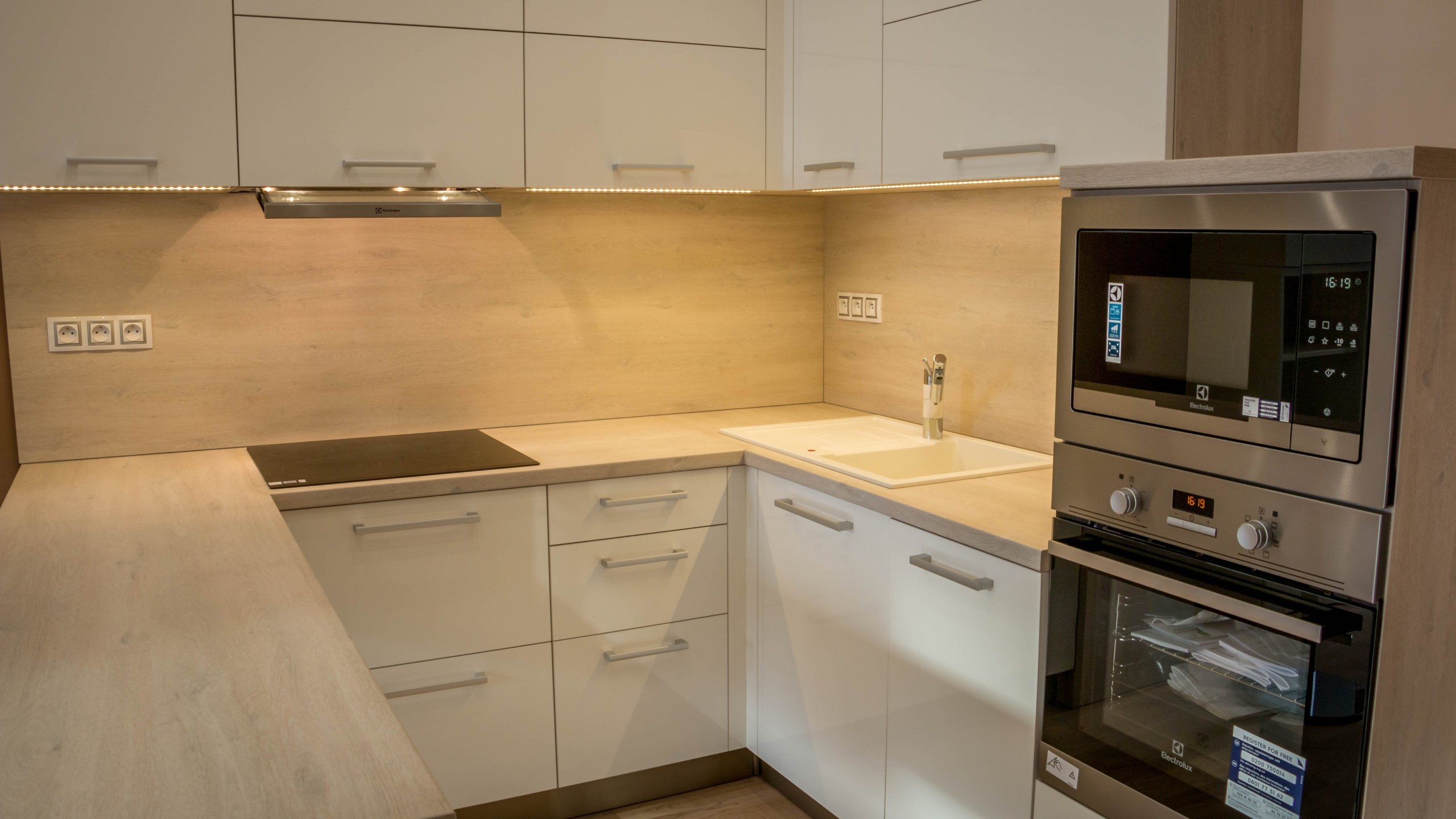 Garsonka pro mladou slečnu, jež splňuje základní nároky na moderní bydlení. Najdete zde na malém prostoru, kuchyň, jídelnu, pracovní kout, obývací část tak i…