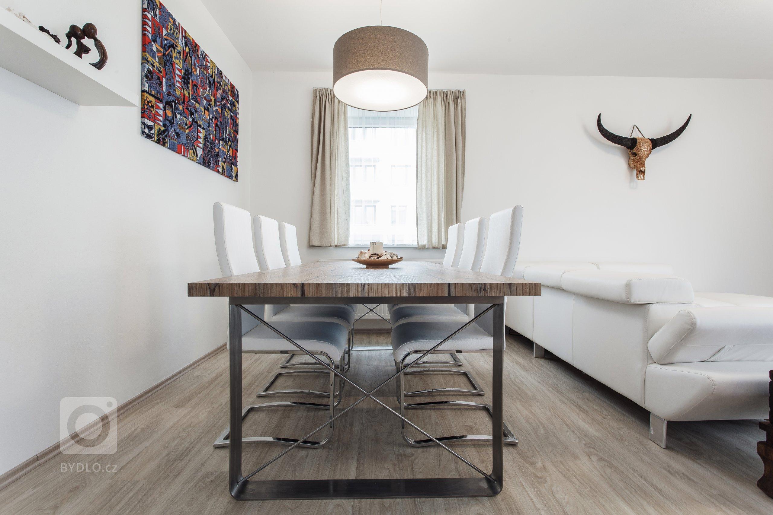 Požadavkem Investora na realizaci interiéru RD umístěného v rezidenci Austerlitz ve Slavkově u Brna byla nadčasová elegance bez přehnaných designových…