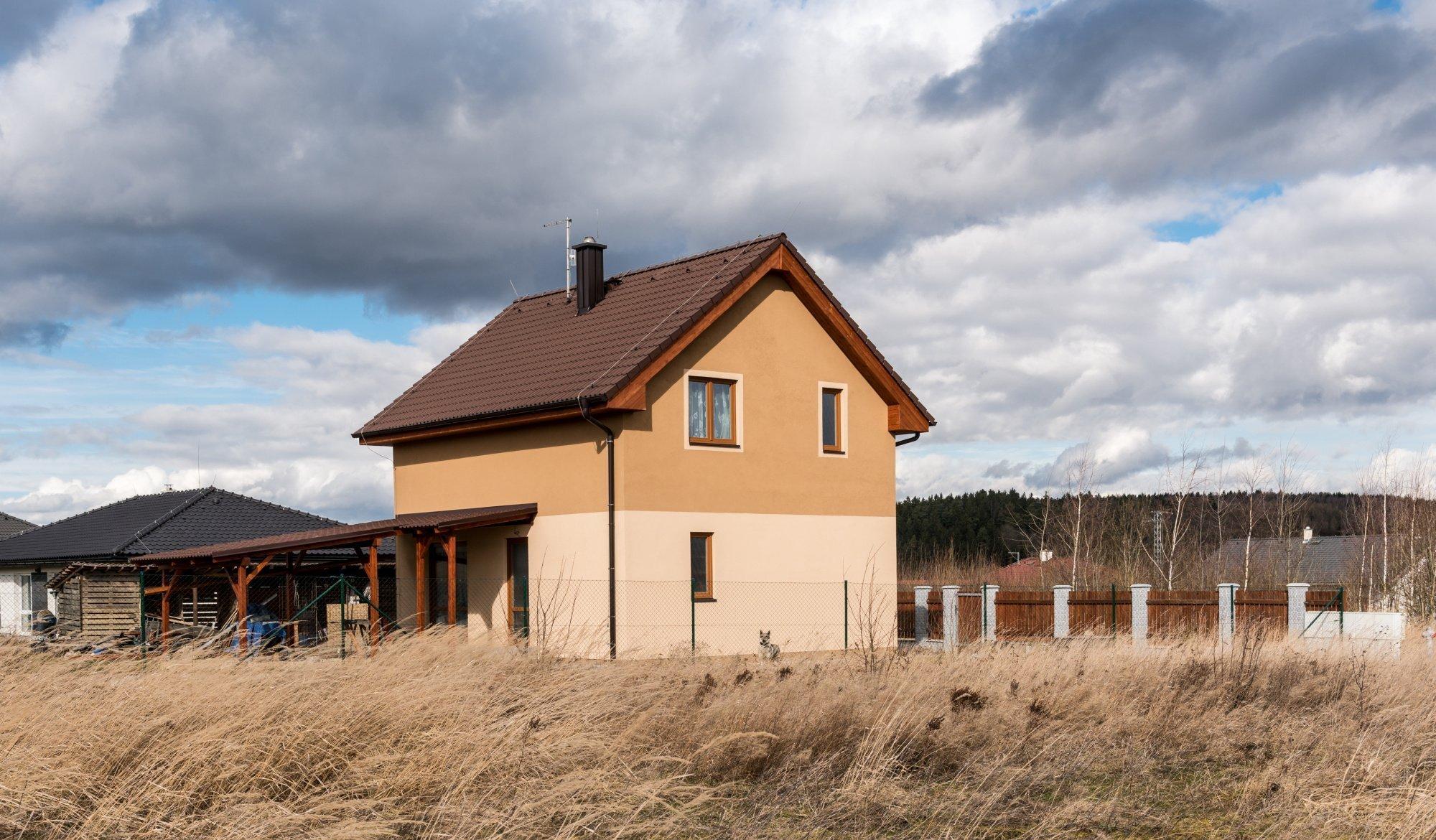 """Rodinný dům """"U Hrubých""""   Dispozice: 5+kk Zastavěná plocha (m2): 65.36   domek s podkrovím 2x koupelna s toaletou skladovací prostor…"""