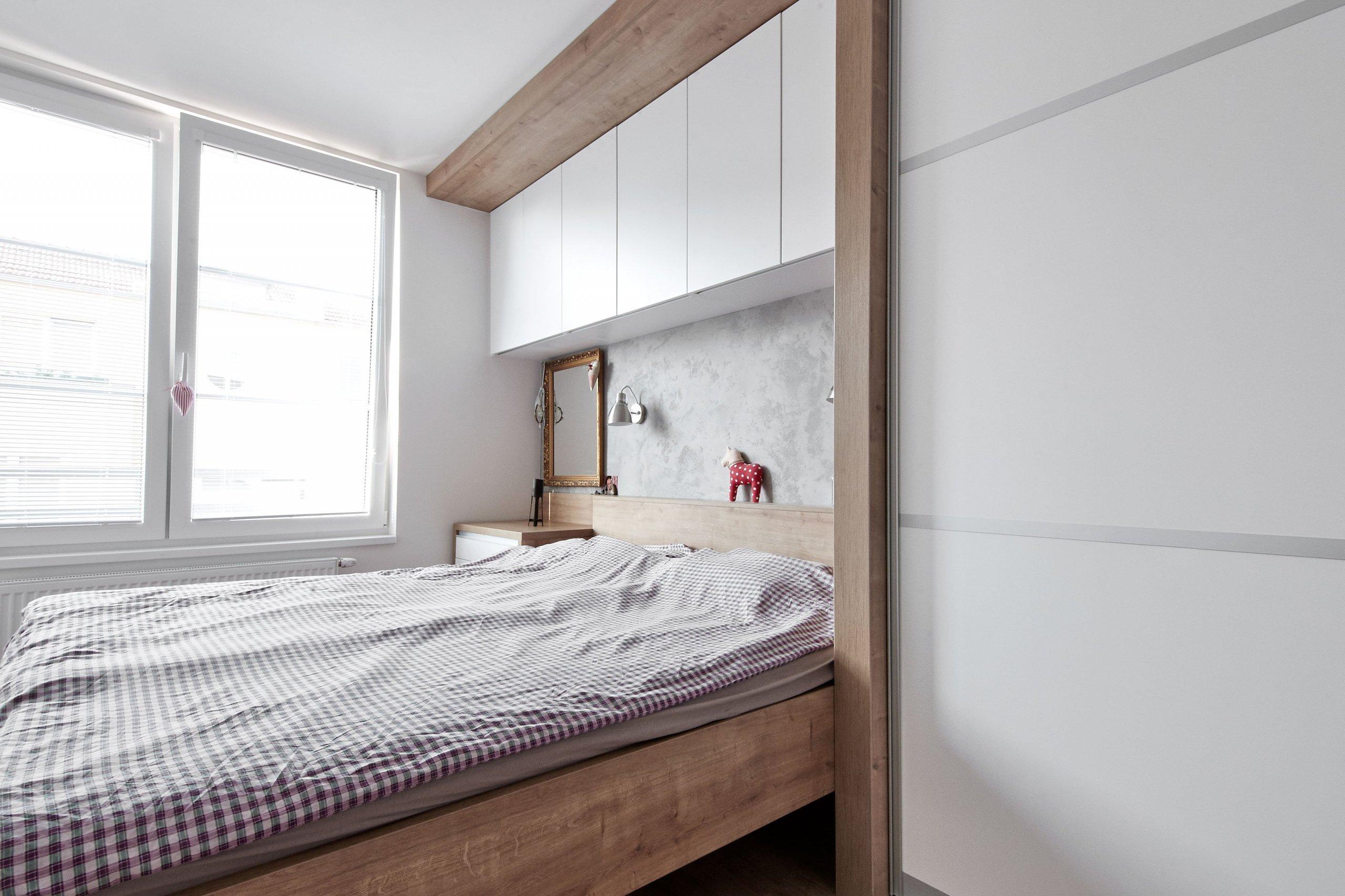 Návrh vestavby moderního interieru do bytu v novostavbě. Byt samotný je řešen v obývací části atypickými úhly. Což z něj z hlediska prostoru dělá zajímavý…