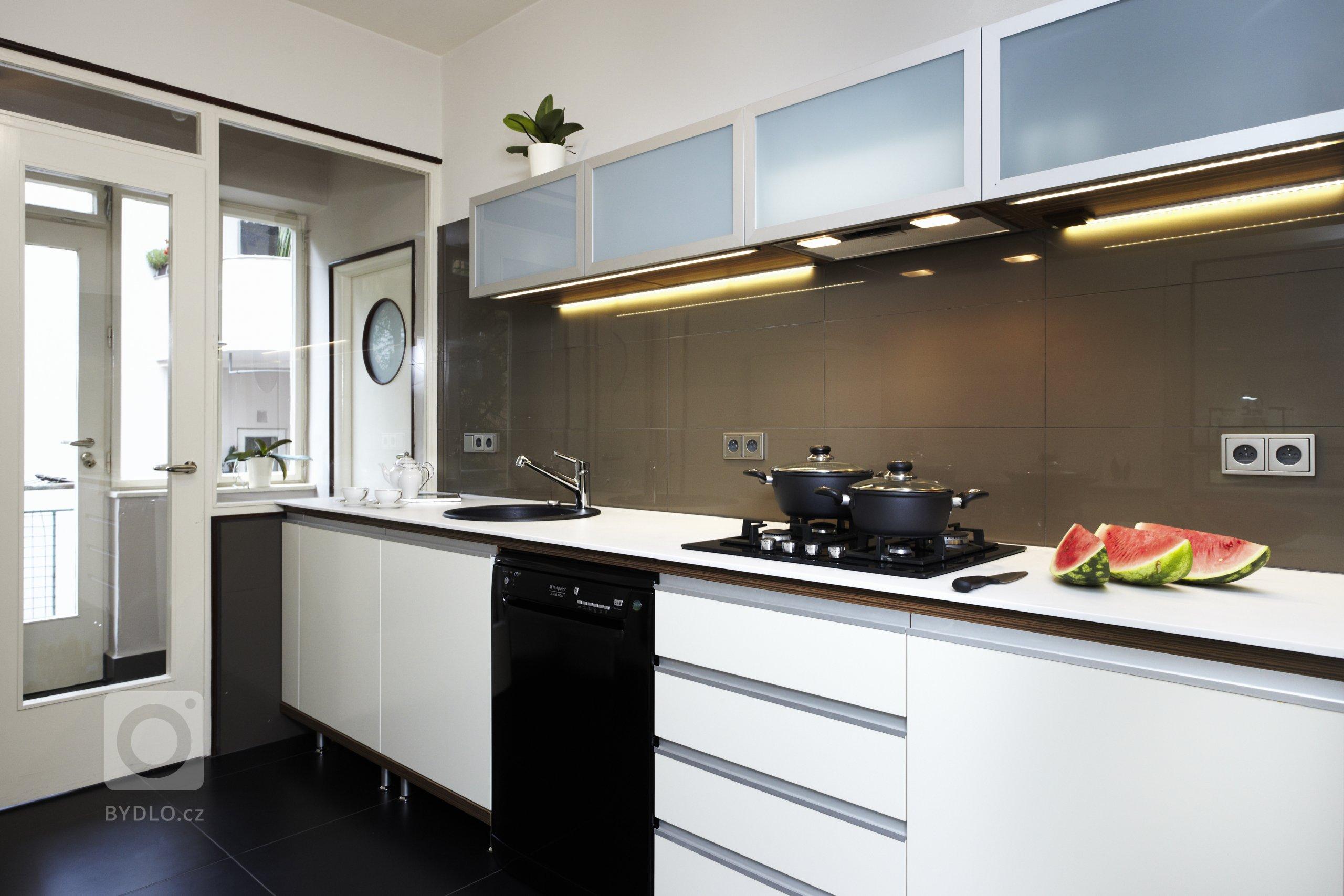 Spojení moderní technologie sretro designemdodává kuchyňskémuprostoru pocit útulného domova. Kuchyněje důležitýmmístem střetávání…