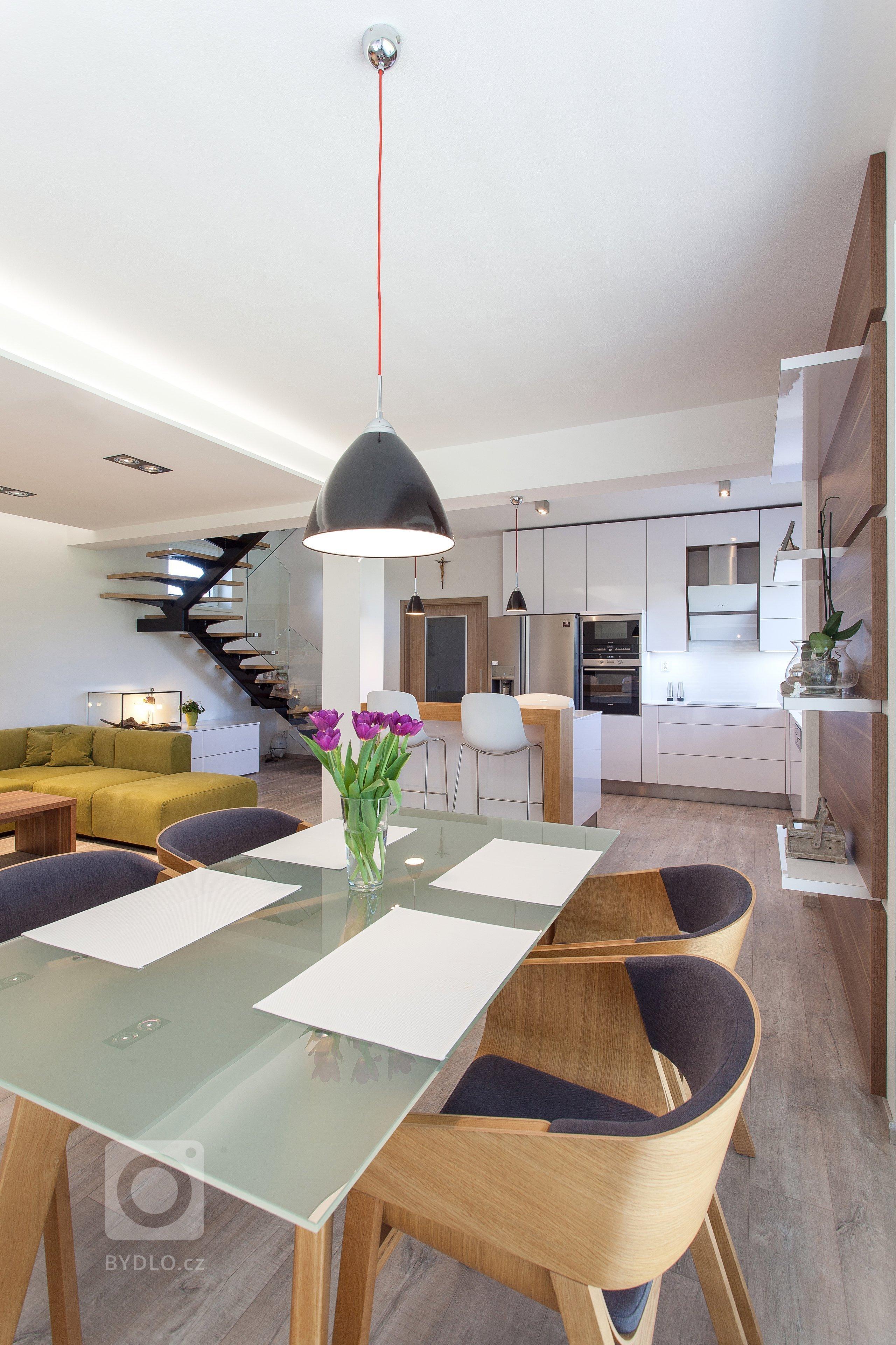 Ateliér Ideacollective navrhnul a kompletně realizoval interiér novostavby rodinného domu. Požadavkem náročného klienta bylo navržení moderního interiéru na…