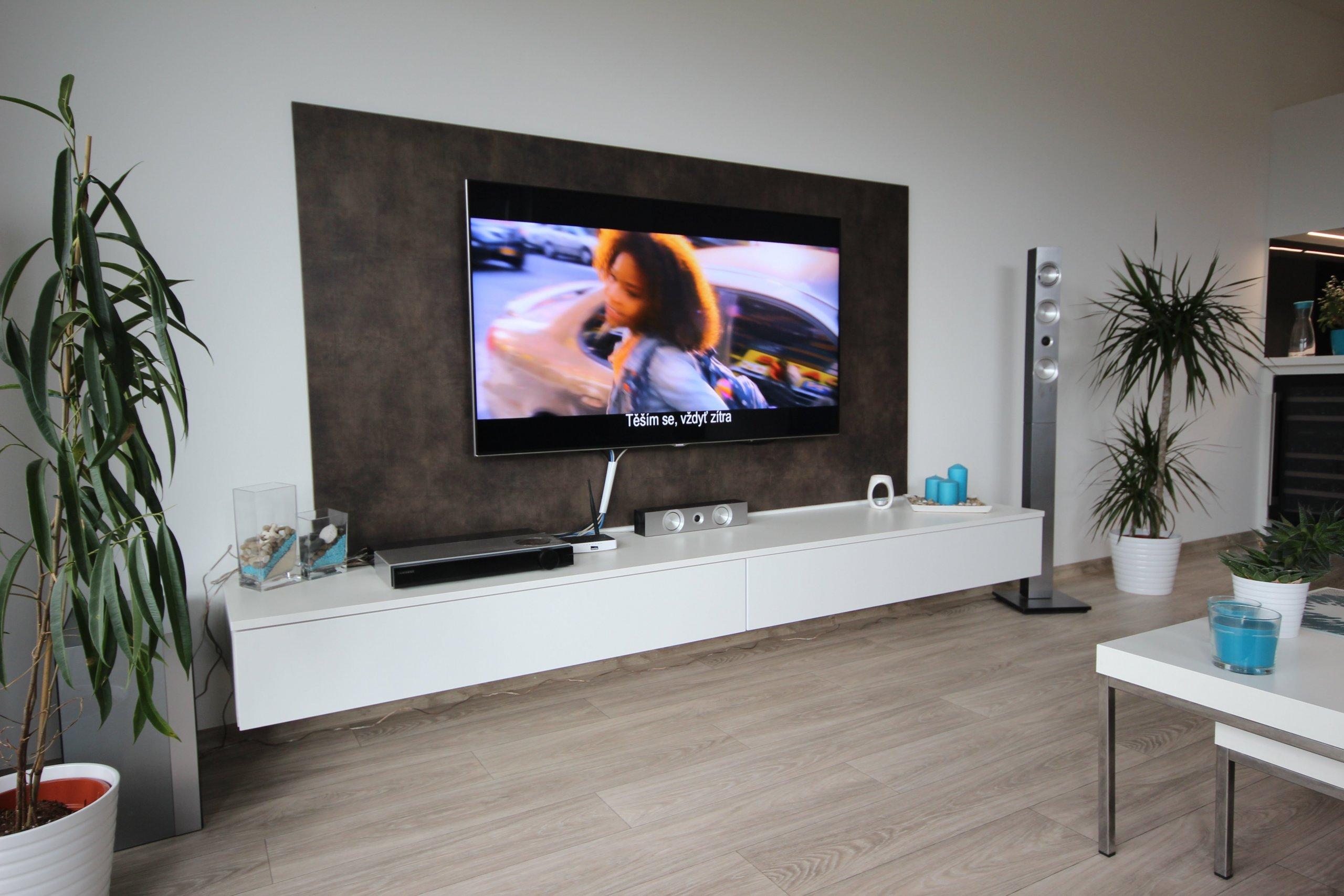 Moderní vzhled definovaný našimi designéry. Maja bronz a bílá lesk... ve velmi kvalitním rozvržení.