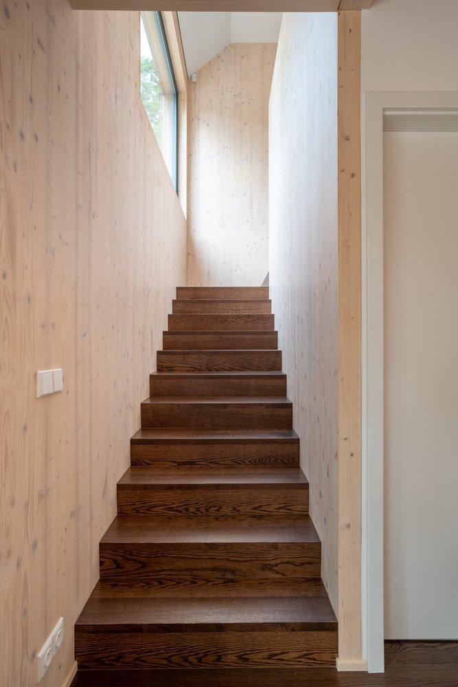 Autor: Ing. arch. Lukáš Pejsar Realizace: 2018 Užitná plocha: 140 m2 Zastavěná plocha: 86 m2 Obestavěný prostor: 388 m3 …