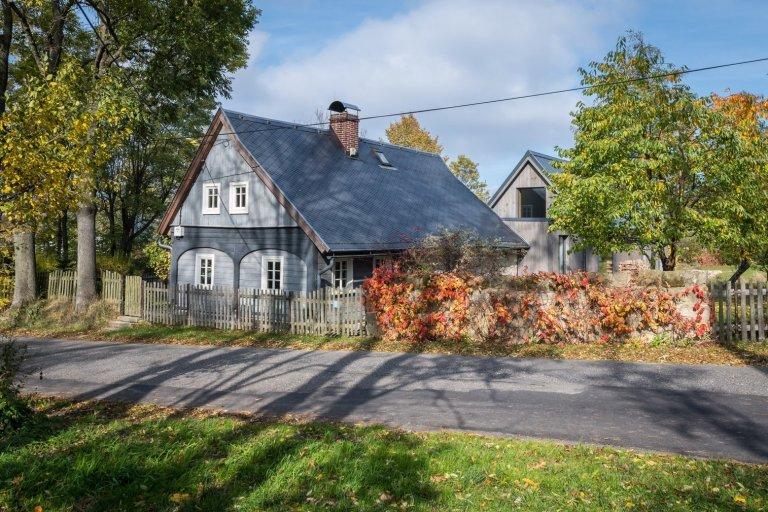 Přístavba domu k roubence