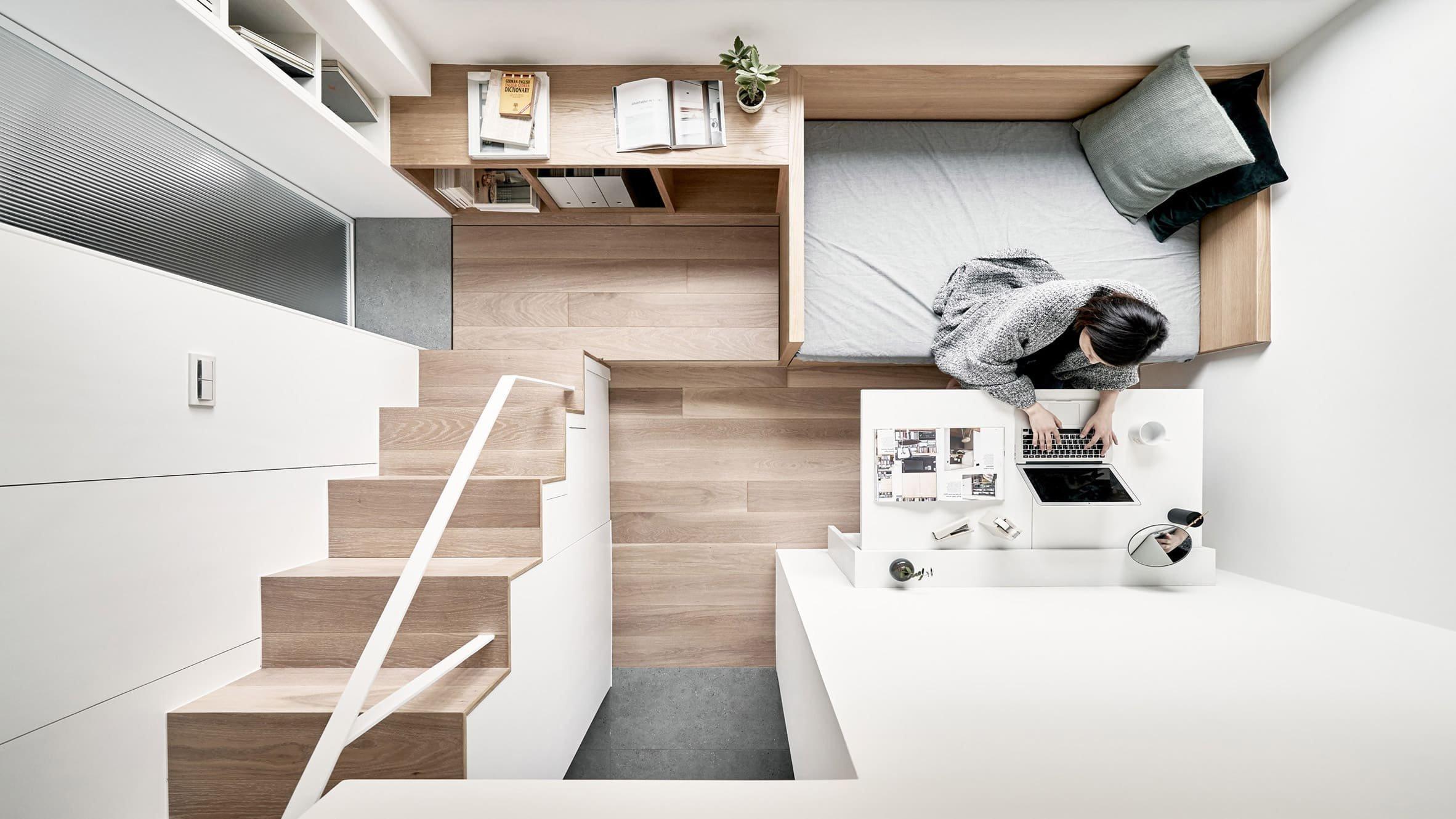 Mikrobyt od tchajwanského studia A Little Design poskytuje na 17,6 m² vše potřebné pro praktické i krásné bydlení.