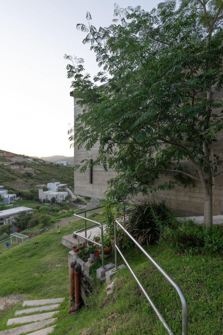 Rovinný pozemek dnes už pro stavbu domu není nezbytností