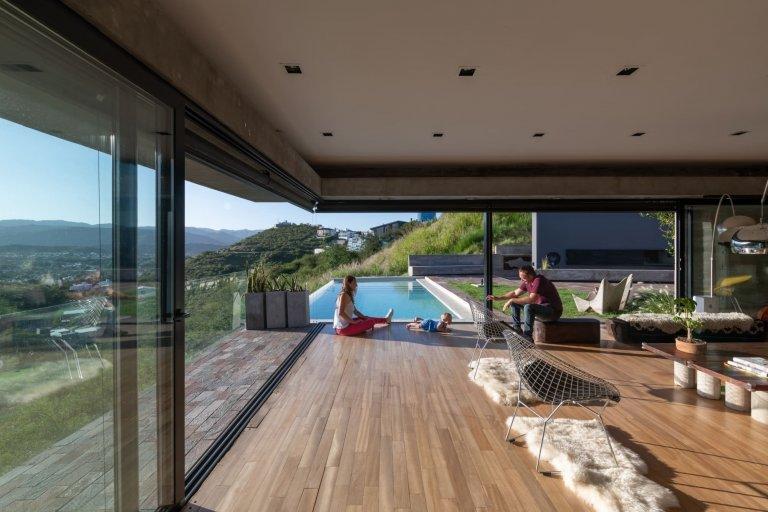 Dům, kde se z obýváku vstupuje rovnou do bazénu