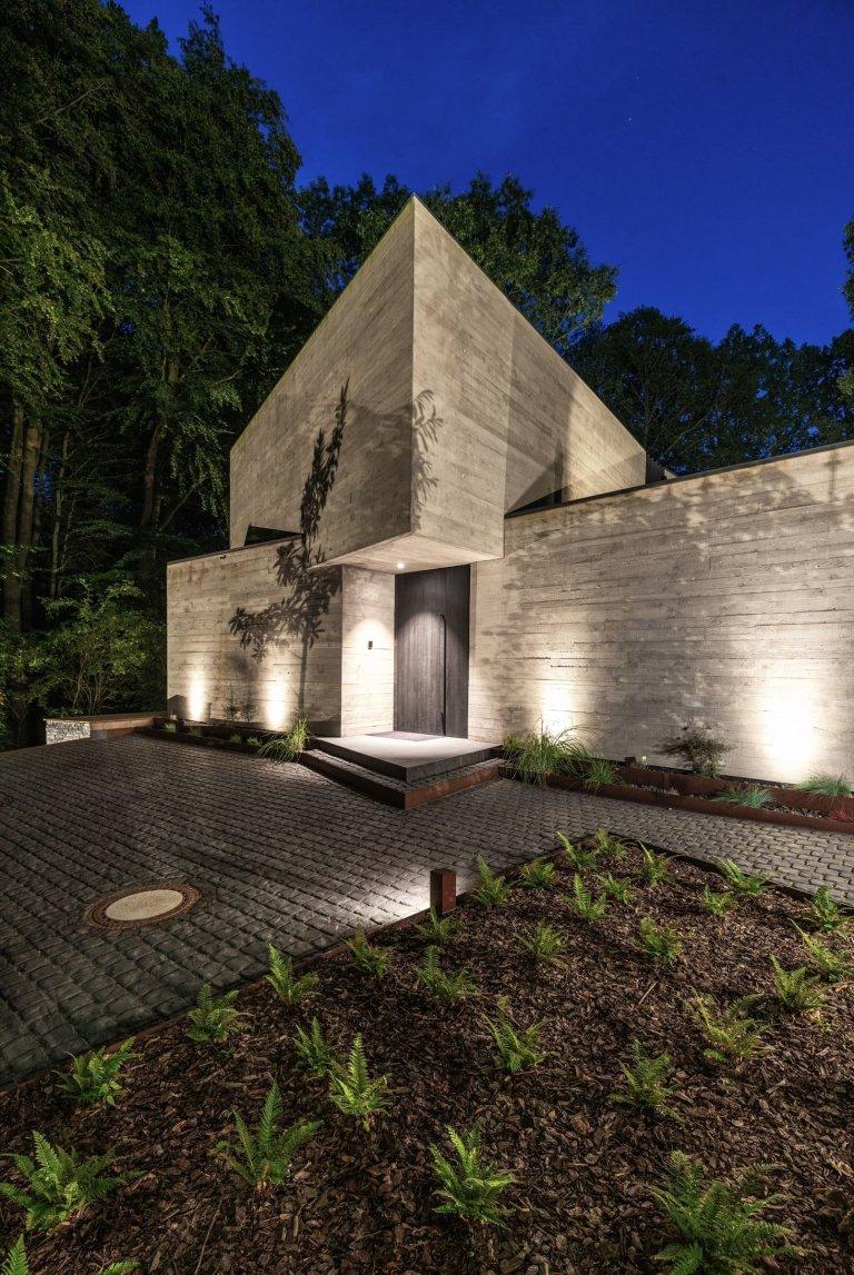 Luxusní betonová vila uprostred přírody