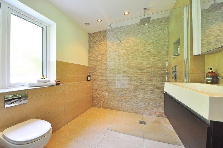 Hydroizolace koupelen a toalet pomocí omítky IZONIL Hard