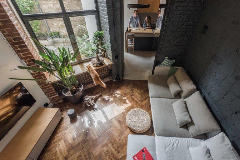 Ukrajinský architektonický ateliér si vzal pod palec přeměnu malého bytu v historické budově. Plocha 35 čtverečních metrů potřebovala nový svěží nápad.