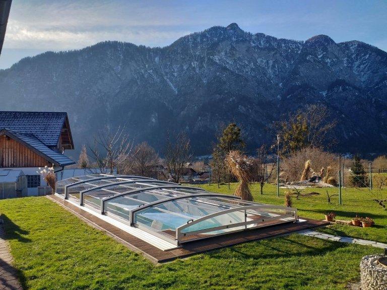 Známe výhody trvalého zastřešení bazénu