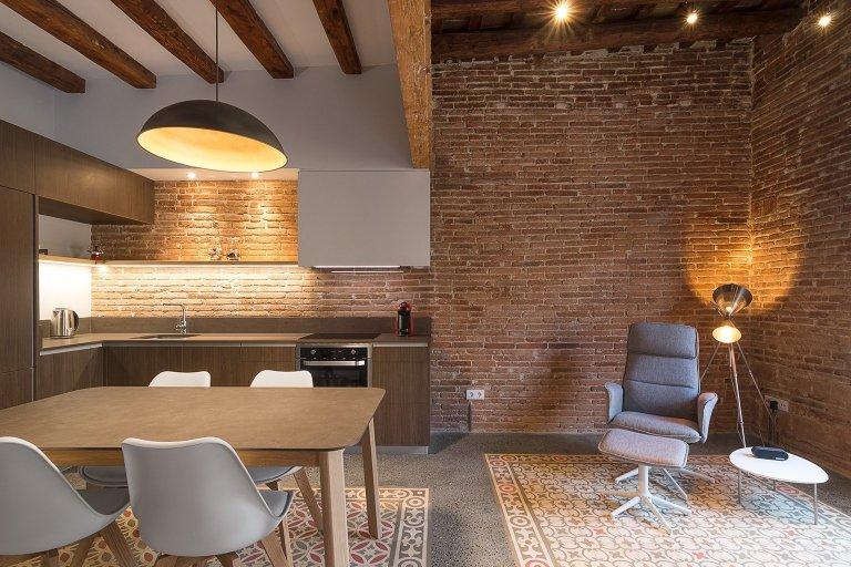 Byt v Barceloně s odkrytými cihlovými stěnami