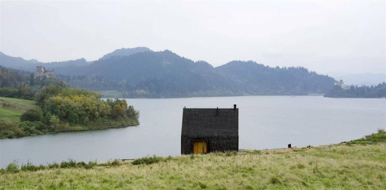 Chalupa u jezera