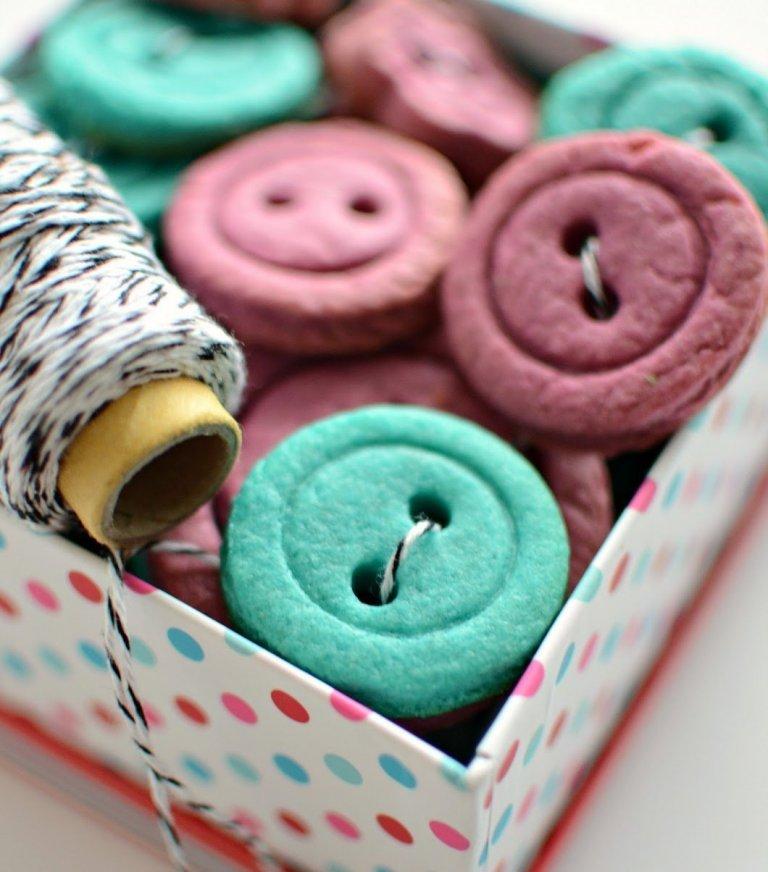 Máslové sušenky ve tvaru knoflíků