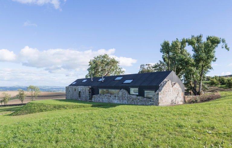 Z venkovské ruiny moderní bydlení