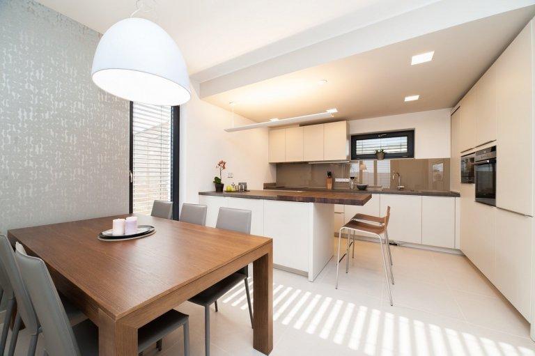 Návrh a celkové dispoziční řešení rodinného domu, včetně koordinace stavebních úprav. Následný výběr podlahových krytin, oken a dveří. Dodání a následná montáž…