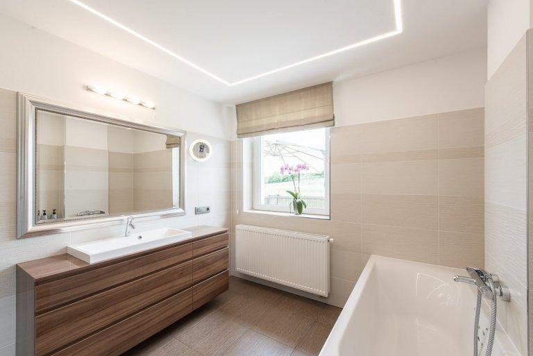 Kompletní rekonstrukce přízemí domu, změna dispozic místností a příček, zcela nové řešení schodiště, kompletní realizace interiéru nábytku, podlahových kryti,…