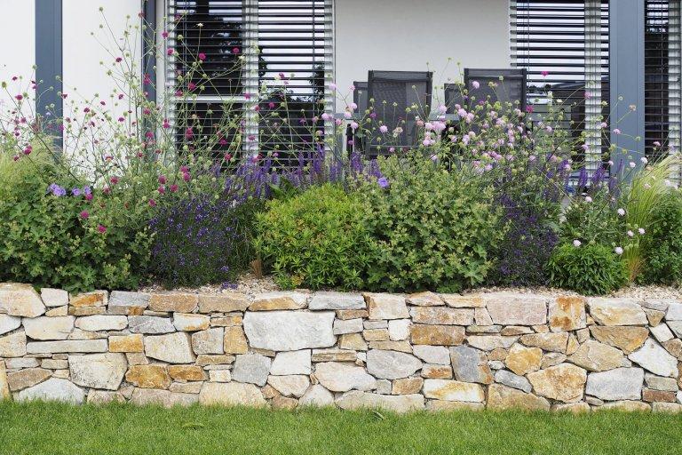 Neveliká zahrada nacházející se jižně od Brna a majitelé, kteří náš ateliér oslovili spřáním zobytnit zahradu, jejíž dosavadní podoba ani náplň…