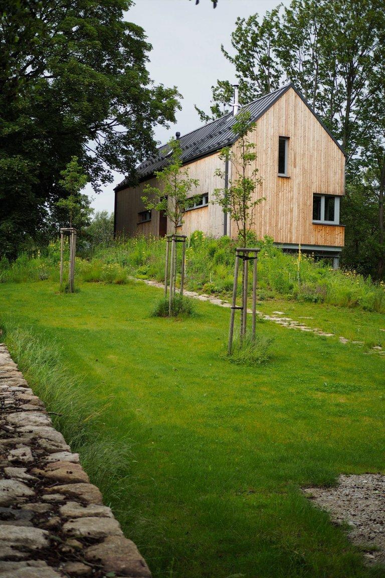 Divoká zahrada víkendového domu