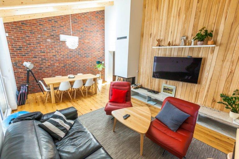 Realizácia interiéru v nadstavbe bytovky