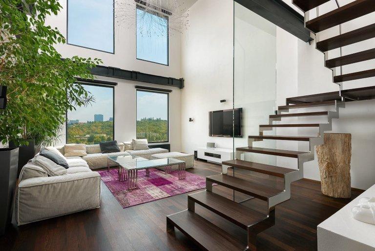 Stále populárnějším typem nadstandardního bydlení se stávají lofty, ve velkých světových městech jsou dokonce symbolem určitého životního stylu. Ještě…