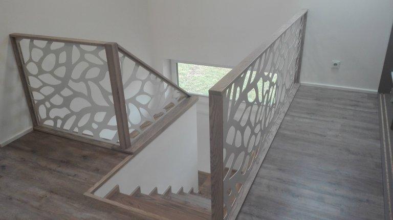 Designová výplň interiérového zábradlí.