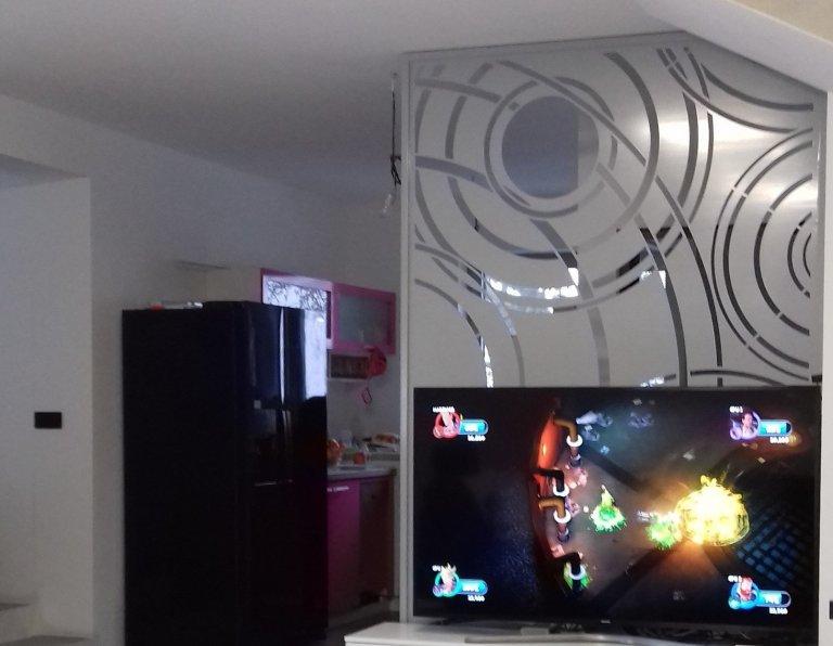 Designový panel za TV