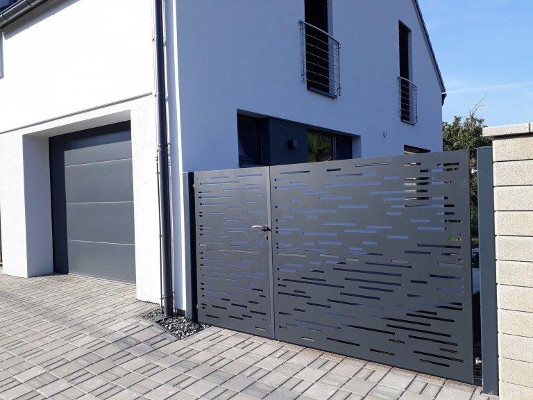 Designový hliníkový plot - linky