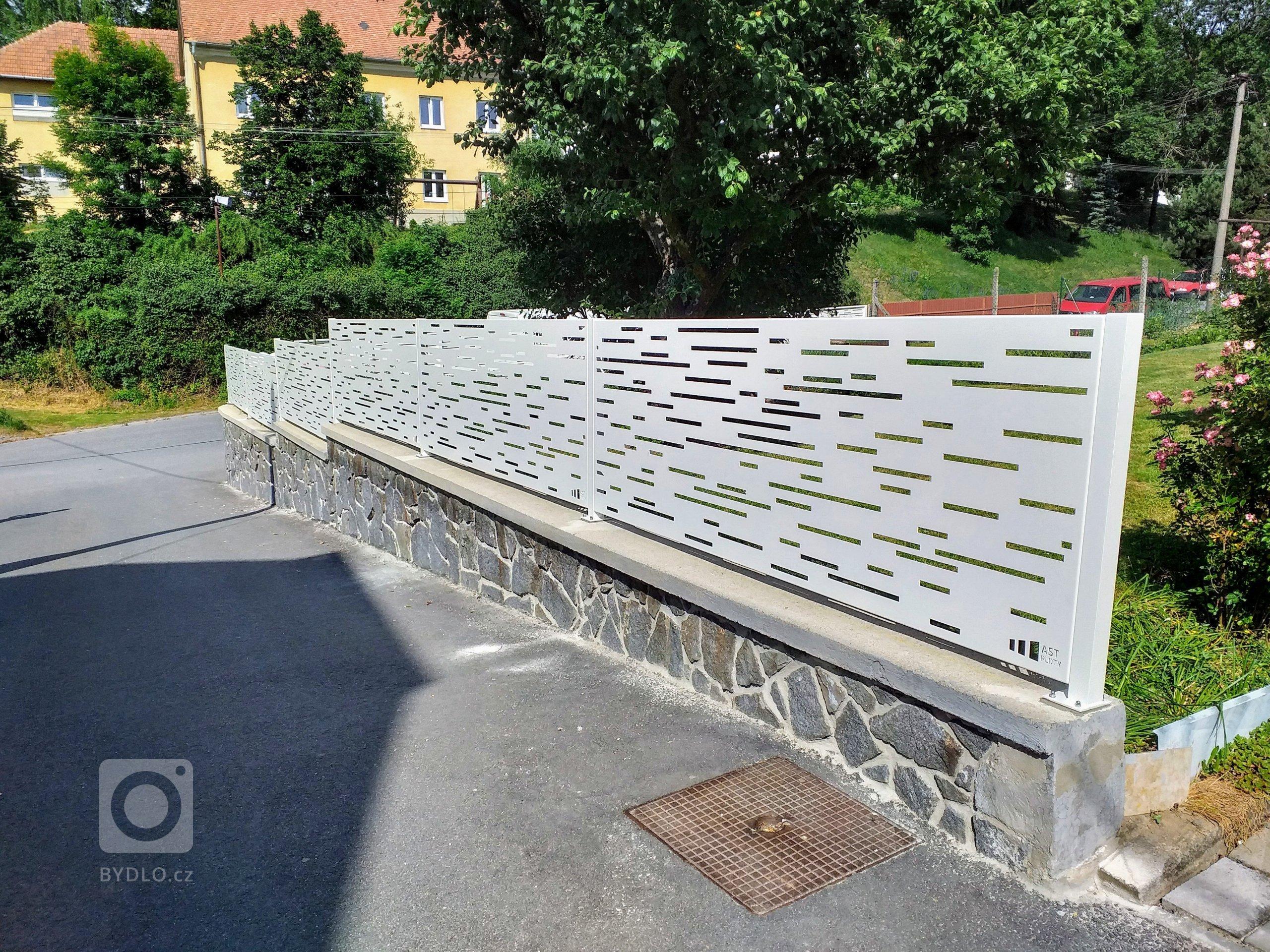 Hliníkový designový plot.