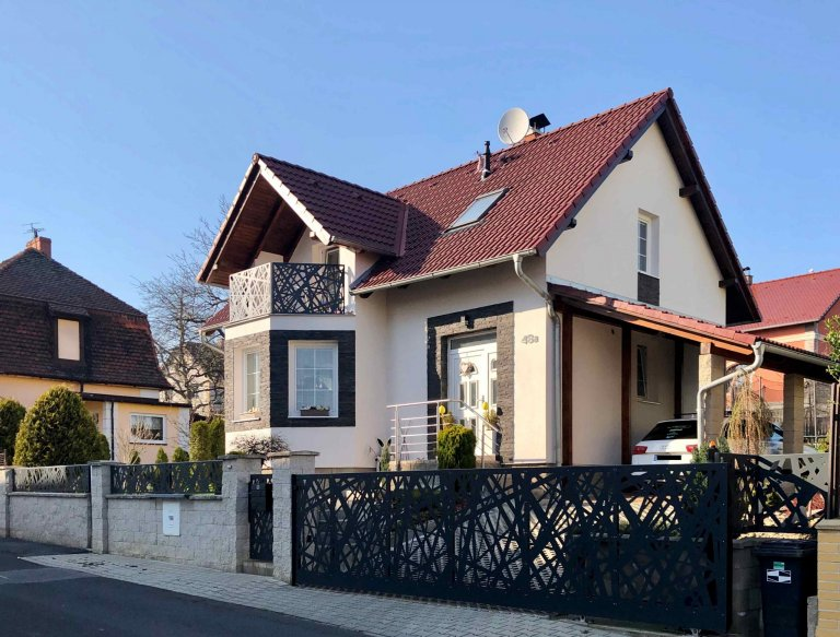 Moderní plot a balkonové zábradlí