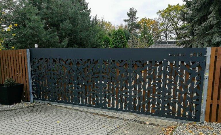 Designová výplň brány