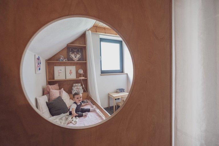 Malý, ale šikovný.  Rodinný dům pro mladou rodinu pod Kletí, je jedna zprvních realizací, na kterou rádi vzpomínáme. Úsporná kompozice dispozic, na…