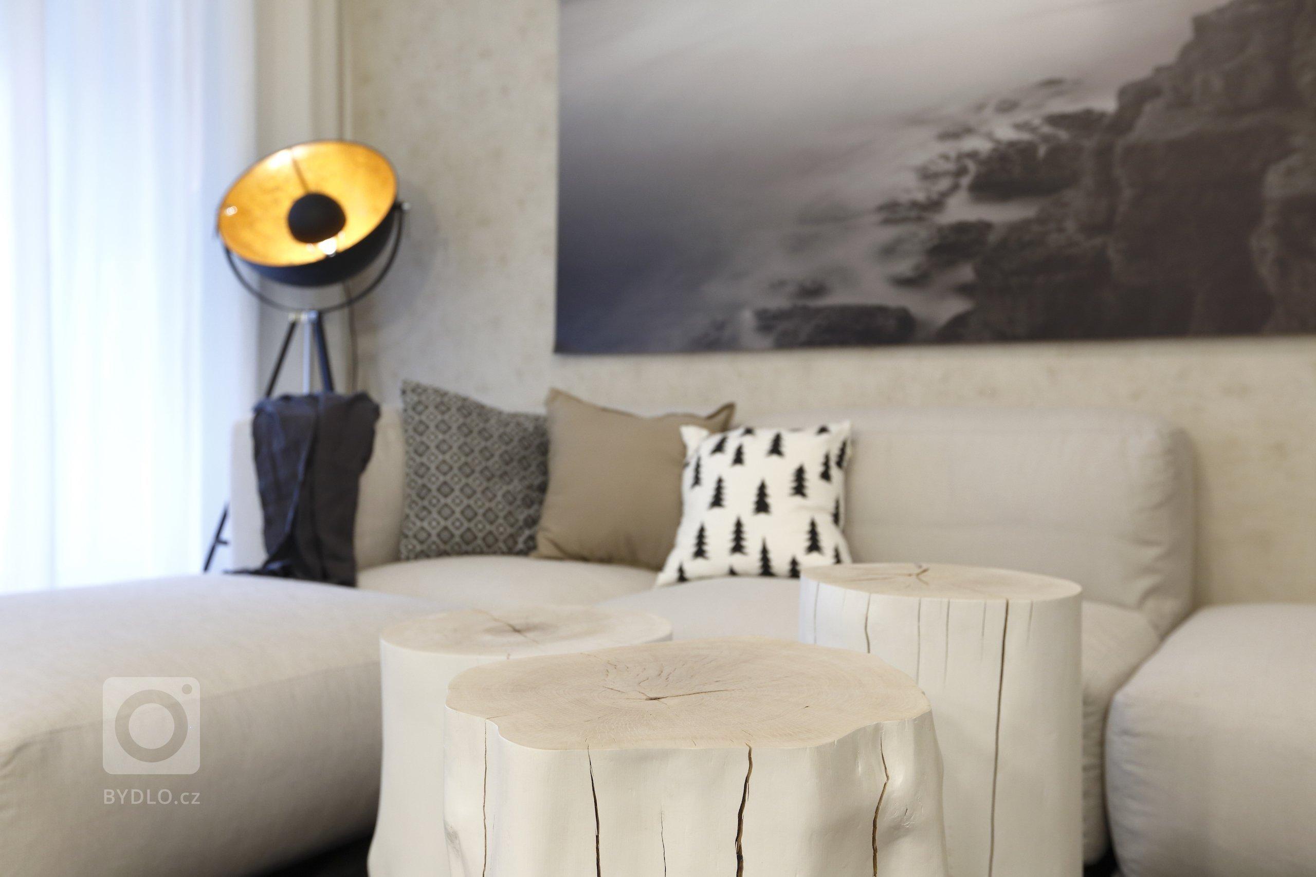 Interiér, který vypráví podmanivý příběh. Tak by se dala ve stručnosti charakterizovat nejnovější realizace Ateliéru Kunc Architects vpražském Karlíně.…