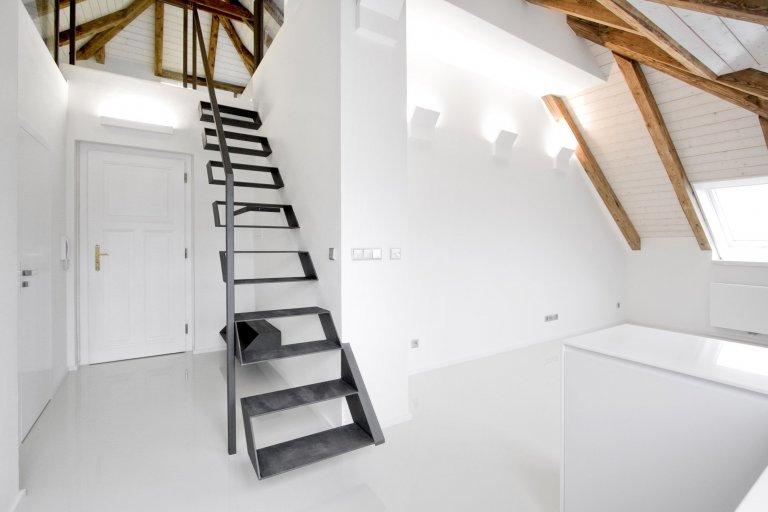 PŮVODNÍ STAV Jedná se onájemní vilu zroku 1910. Vila má 3 nadzemní podlaží, jedno podzemní, které je možné díky svažitému terénu plnohodnotně…