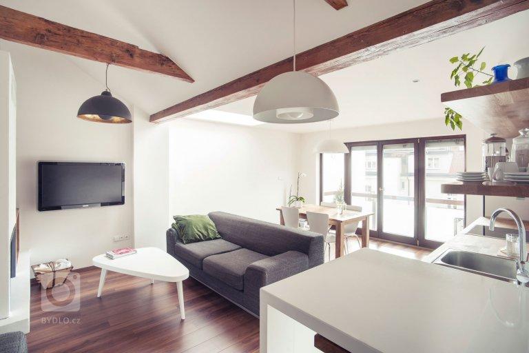 Starý půdní prostor přestavěly architektky Barbara Bencová a Alexandra Timpau zestudia B²do podoby komfortního rodinného bydlení s prostorným…