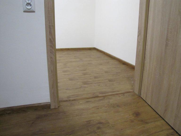 Rekonstrukce bytu s vinylovou podlahou Bukoma