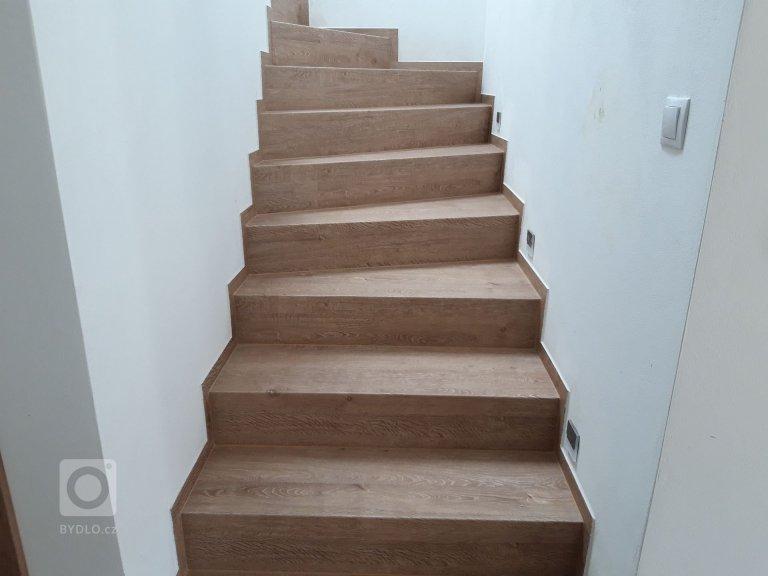 Vinylové schody a podlaha BUKOMA - dekor Dub Frigola