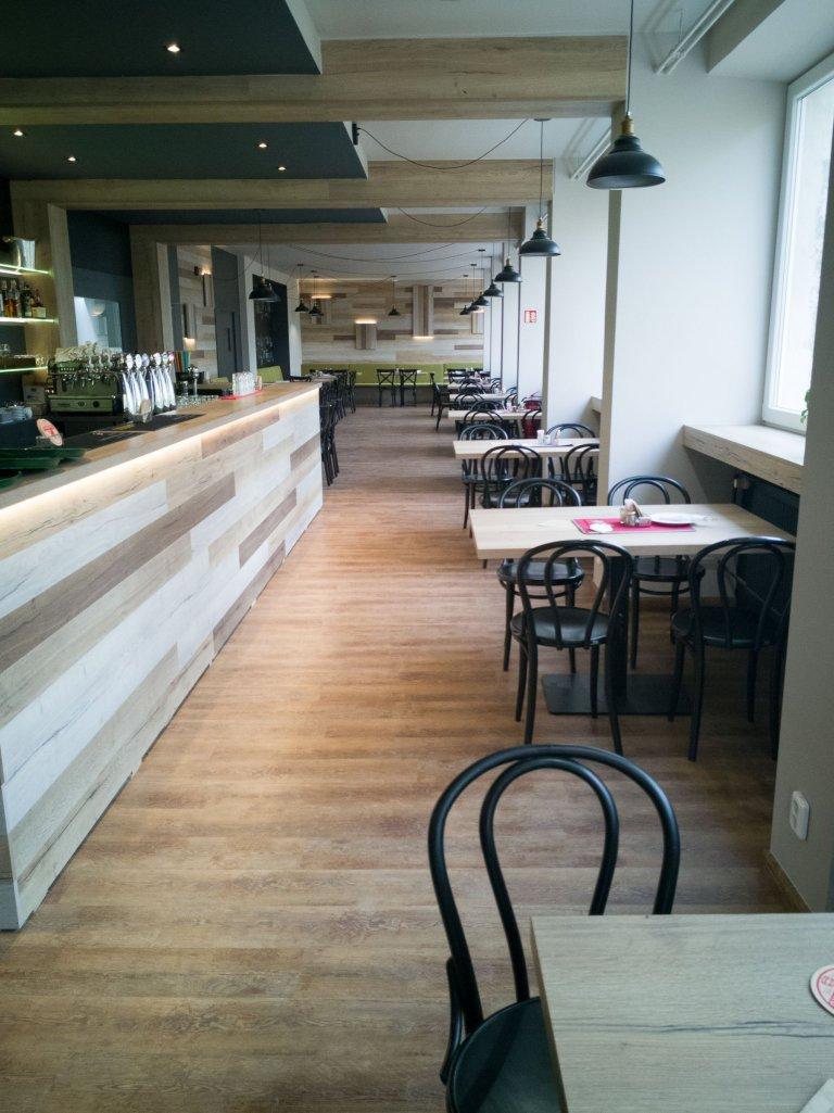 Restaurace s vinylovou podlahou Dub Přírodní